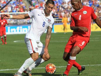 Clint Dempsey (left) fights for the ball during USA's 6-0 win over Cuba in 2015. (Getty)