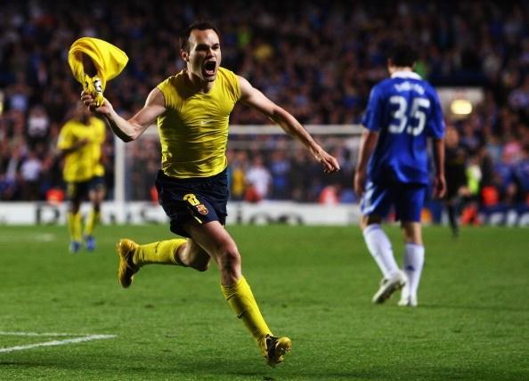 Habrá choque de chilenos en los octavos de la Champions League