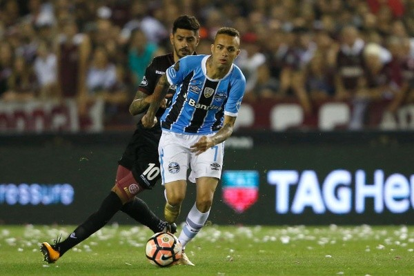 Lucas Barrios confirmó que no sigue más en Gremio