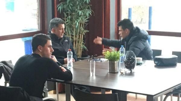 Osorio visita al Chucky Lozano en Eindhoven
