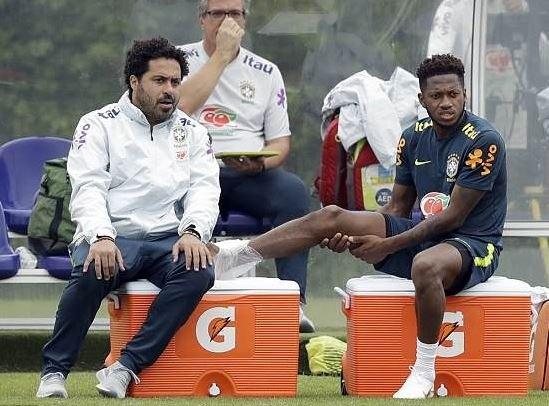 Fuerte entrada y lesión entre compañeros — Brasil