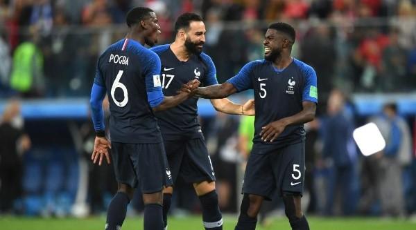 Todo Francia celebra el tanto de la clasificación.