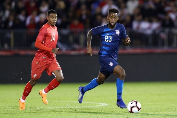 Perú rescató un empate sobre el final.