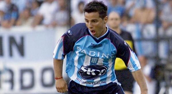 Maximiliano Estévez con la camiseta de Racing.