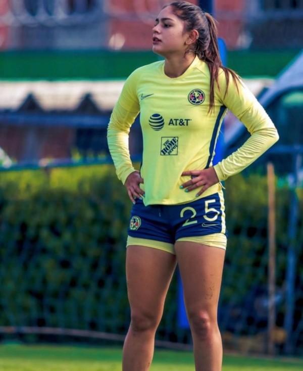 Duelo de cracks: Ale Bellón y Jana Gutiérrez, ¿quién derrocha más magia con  la pelota? | Bolavip