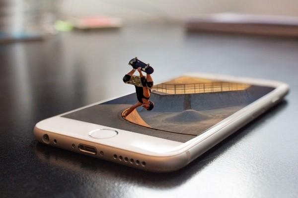 https://pixabay.com/es/photos/deporte-patinaje-halfpipe-patinador-3365503/